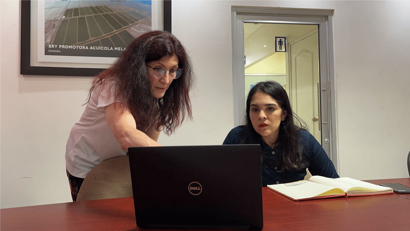 To conclude the trip, Esqueda and Chavez visited Ary Agroindustrial where they met Alejandra Escudero, the procurement manager. Esqueda spoke with Escudero about the use of DDGS and HiPro DDGS in shrimp production, emphasizing the importance of considering amino acid digestibility in protein ingredients.